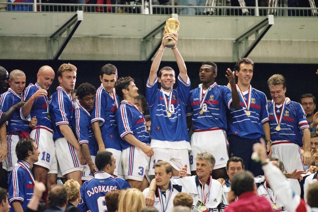 98 Dünya Kupası Finali Esnasında Karaladığım ve Fakat Tamamen Aklımdan Çıkmış Olan Şiir